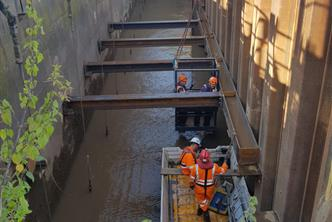 Temporary propping works to Cofferdam, installing steel supports to hold back The River Trent to allow alteration works